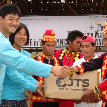 korean students turnover school supplies to village chief